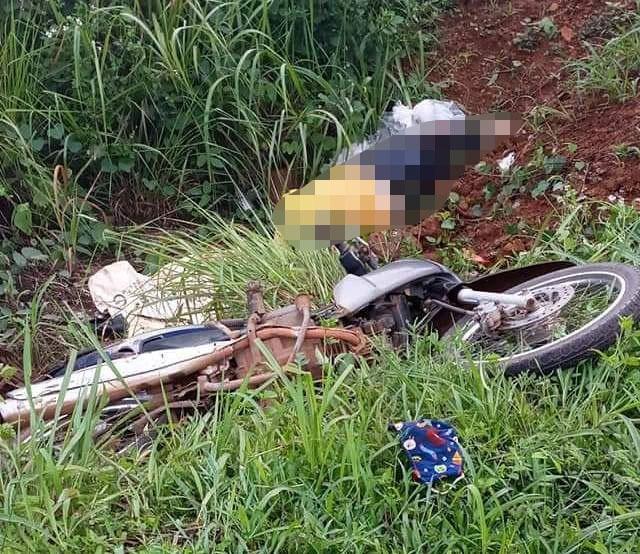 Người phụ nữ bị xe tải húc văng xuống vực, tử vong tại chỗ - Ảnh 1.