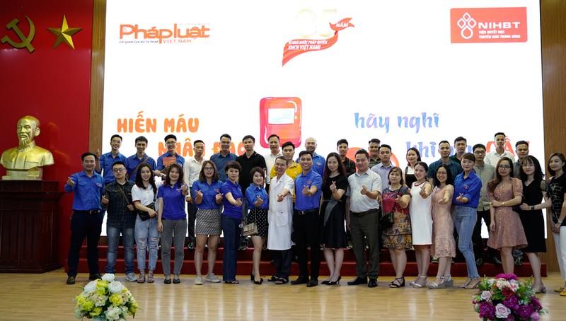 Gần 100 cán bộ, phóng viên Báo Pháp luật Việt Nam tham gia hiến máu