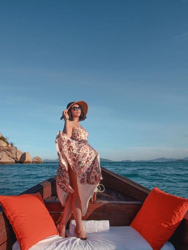 Hoa hậu Mai Phương Thuý, Ngọc Hân táo bạo bất ngờ với ảnh áo tắm, bán nude - 20