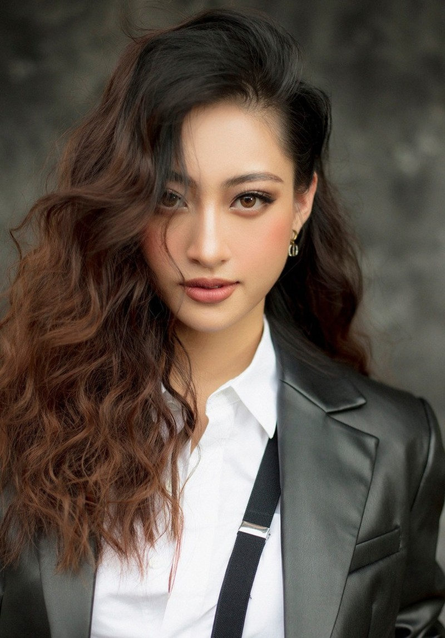 Hoa hậu Lương Thùy Linh thay đổi hình ảnh khác lạ đón tuổi 20 - 2