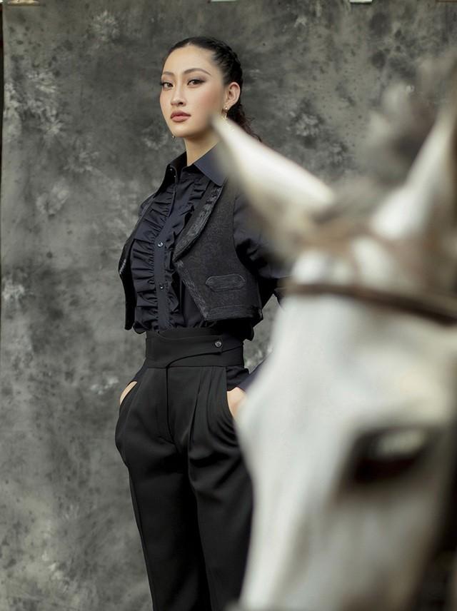 Hoa hậu Lương Thùy Linh thay đổi hình ảnh khác lạ đón tuổi 20 - 6