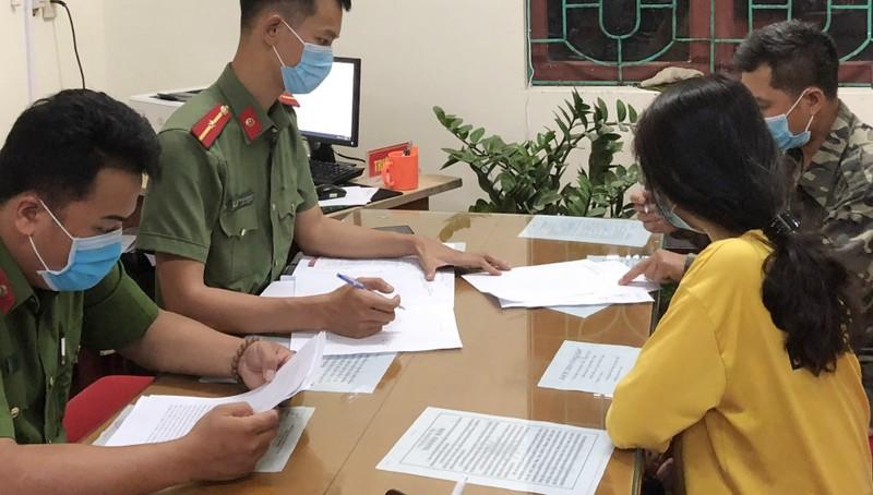 Hai đối tượng được triệu tập đến cơ quan Công an. Ảnh: Công an tỉnh Quảng Ninh