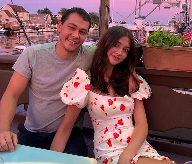 Emilio đính hôn với Rachel Emmons năm ngoái và sống cùng nhau trước khi anh nhắn tin hủy hôn vào tuần trước.