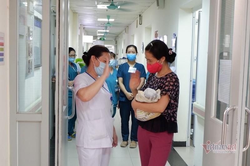 Thai nhi 31 tuần hồi sinh khi bị phá bỏ về nơi ở mới