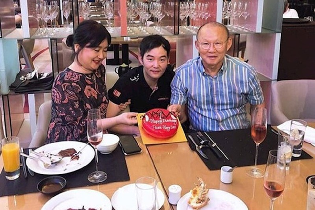 HLV Park Hang Seo nhận quà sinh nhật sớm từ con trai - 2
