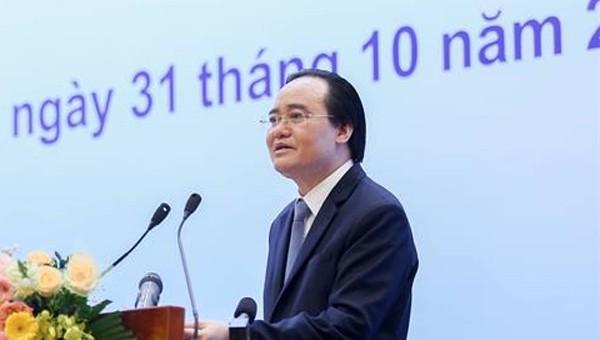 Bộ trưởng Phùng Xuân Nhạ kêu gọi ủng hộ sách, vở cho thầy trò miền Trung