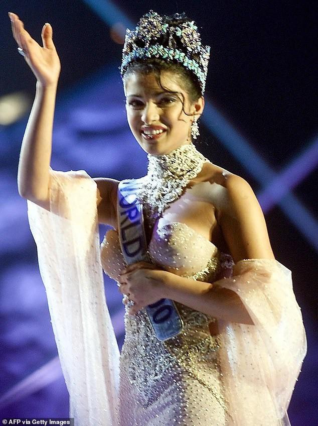 """Hoa hậu Thế giới 2000 kể lại sự cố suýt """"lộ hàng"""" trong khoảnh khắc đăng quang - Ảnh 2."""
