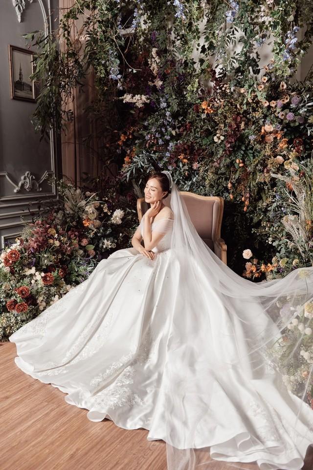 Á hậu Thuỵ Vân hứa chọn váy cưới cho bạn gái NSND Công Lý ngày lên xe hoa - 11