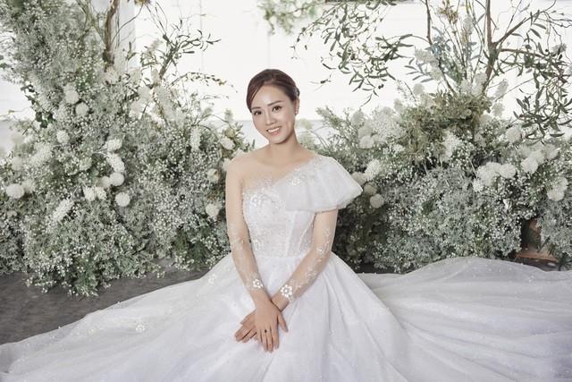 Á hậu Thuỵ Vân hứa chọn váy cưới cho bạn gái NSND Công Lý ngày lên xe hoa - 2