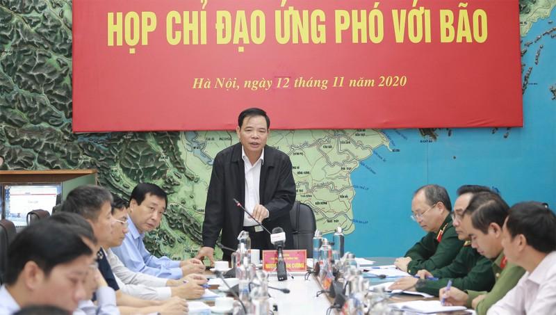Bộ trưởng Nguyễn Xuân Cường, Phó Trưởng ban thường trực Ban chỉ đạo Trung ương về phòng, chống thiên tai chỉ đạo tại cuộc họp.
