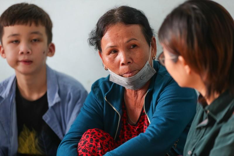Bà Lập sẽ đón cả ba anh em Duy trở về Quảng Ngãi để làm việc và học tập.