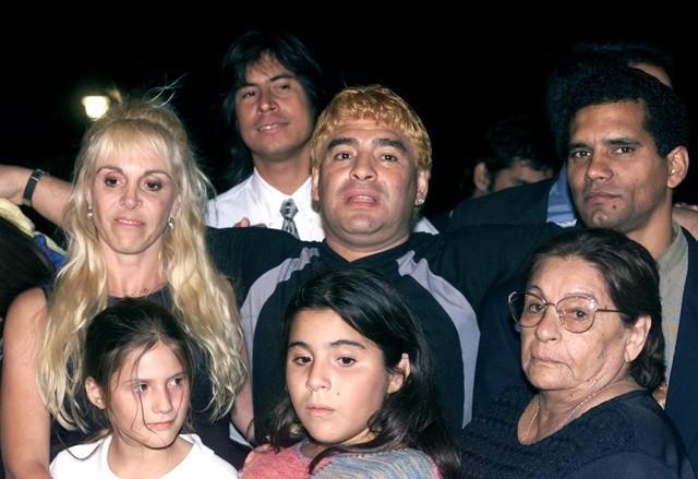 Chân dung người phụ nữ hơn hai thập kỷ gắn bó cùng Maradona - 1