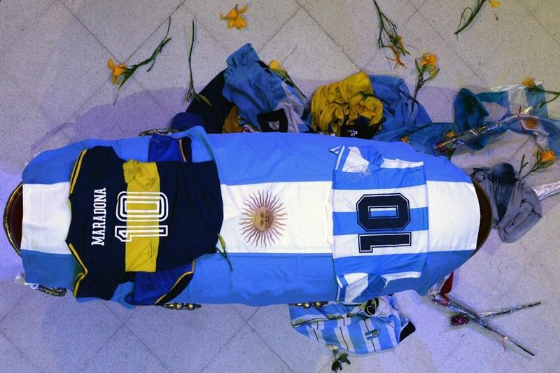 Y tá khai báo sai về cái chết của Maradona