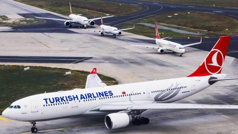 Phi công bị phạt nặng vì lái máy bay quá tốc độ ở Nội Bài