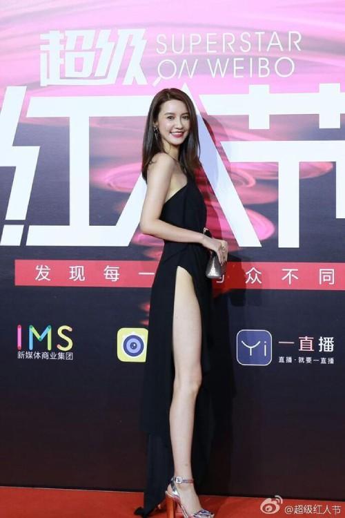 Trương Đại Dịch, cô gái xen vào gia đình Đổng Hoa Hoa.