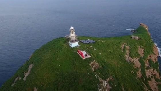Sóng dữ dội cuốn hai nhân viên trạm hải đăng mất tích dưới biển