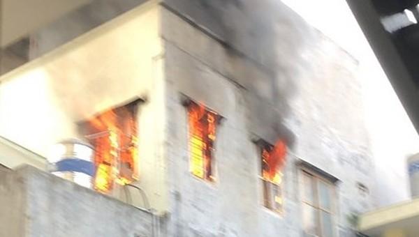 Cảnh một vụ hỏa hoạn do sơ ý khi thắp hương ở TP Hải Phòng.