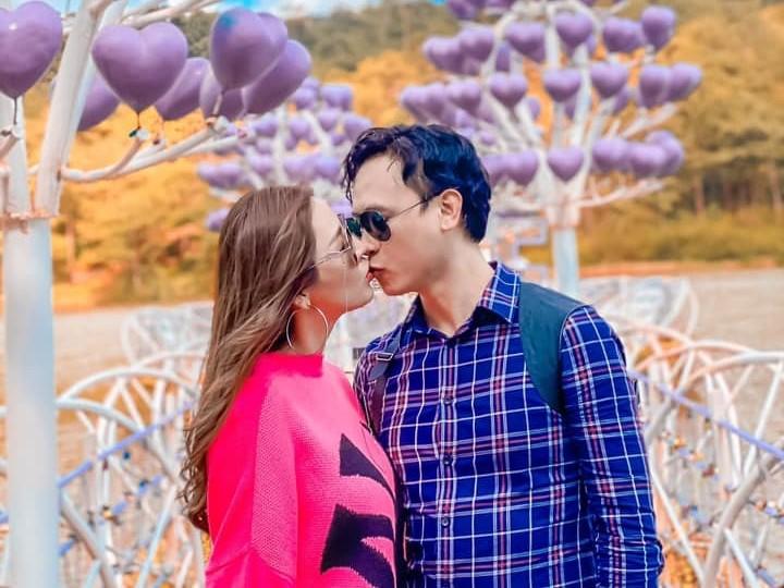 Thời gian rảnh, cả hai thường đi du lịch cùng nhau, trong đó có chuyến đi ở Đà Lạt hồi tháng 8.