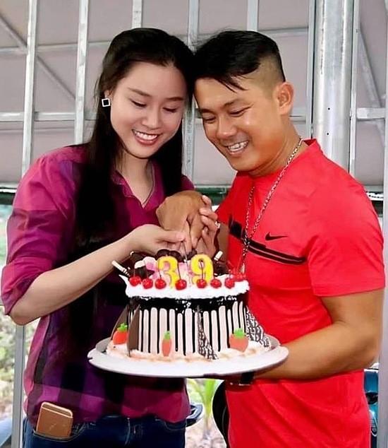 Vân Quang Long đón tuổi 39 bên vợ.