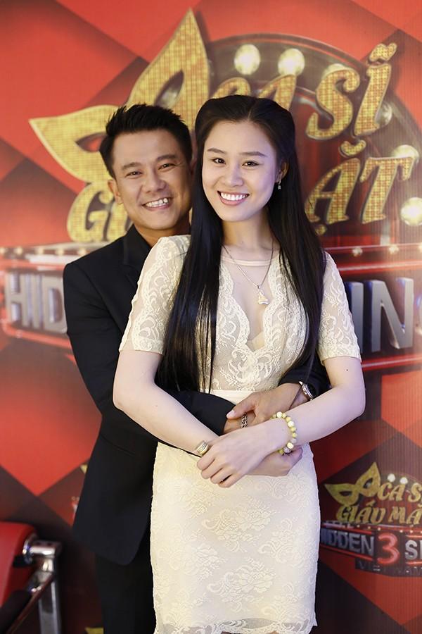 Vân Quang Long và bà xã Linh Lan khi tham dự một chương trình năm 2017.