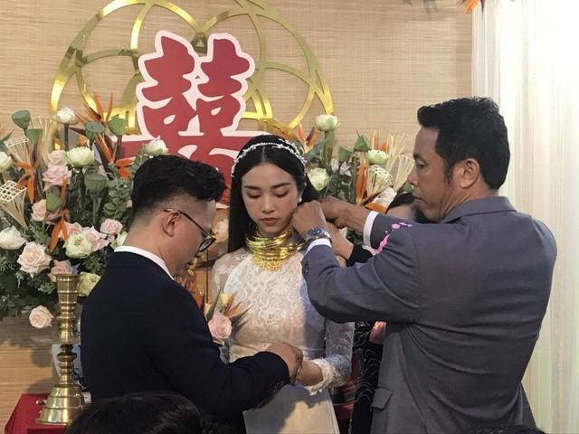 Mỹ nhân Việt đeo vàng trĩu cổ trong lễ Vu quy - 1
