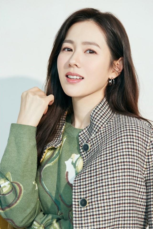 Hai chị đẹp Song Hye Kyo và Son Ye Jin đọ sắc khi làm người mẫu - 7