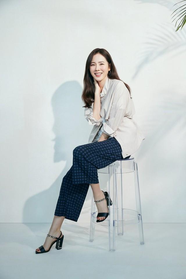Hai chị đẹp Song Hye Kyo và Son Ye Jin đọ sắc khi làm người mẫu - 10