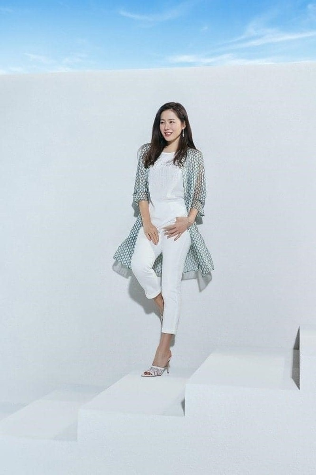 Hai chị đẹp Song Hye Kyo và Son Ye Jin đọ sắc khi làm người mẫu - 12