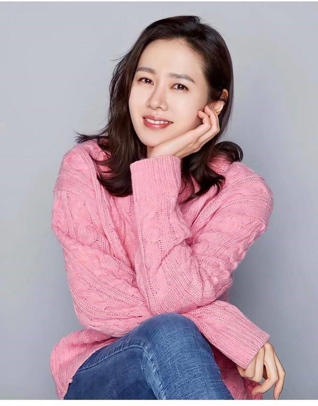 Hai chị đẹp Song Hye Kyo và Son Ye Jin đọ sắc khi làm người mẫu - 11