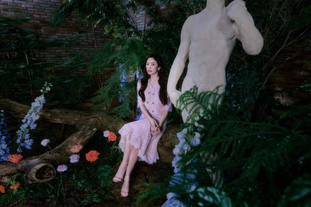 Hai chị đẹp Song Hye Kyo và Son Ye Jin đọ sắc khi làm người mẫu - 3