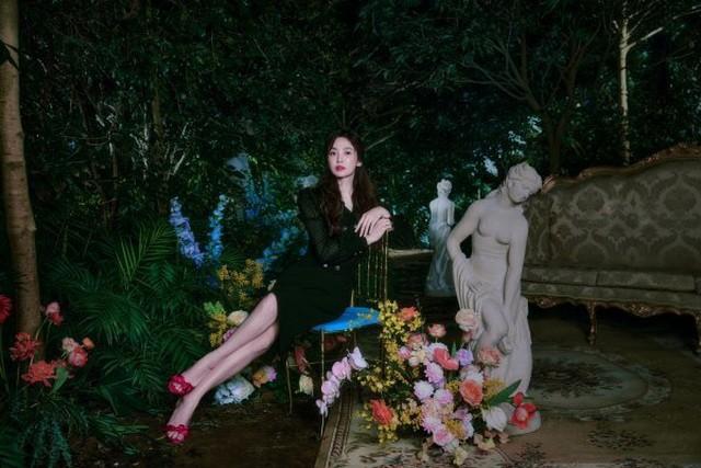 Hai chị đẹp Song Hye Kyo và Son Ye Jin đọ sắc khi làm người mẫu - 4