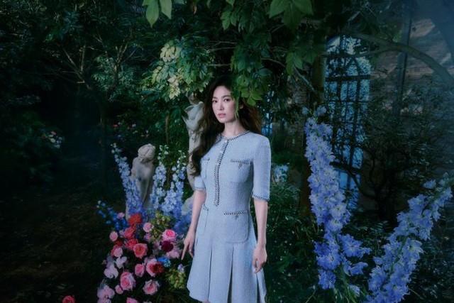 Hai chị đẹp Song Hye Kyo và Son Ye Jin đọ sắc khi làm người mẫu - 5