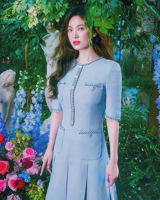 Hai chị đẹp Song Hye Kyo và Son Ye Jin đọ sắc khi làm người mẫu - 2