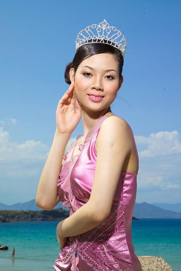 Chân dung cô Hoa hậu tuổi Sửu bỏ lại hào quang showbiz, viên mãn bên chồng thành đạt giỏi giang - Ảnh 2.