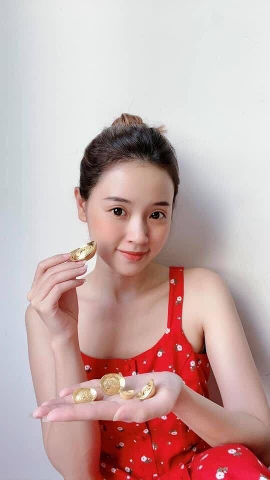 """Loạt sao Việt """"khoe vàng"""" gây choáng ngày vía Thần tài: Ngọc Trinh, Trang Trần... - Ảnh 6."""