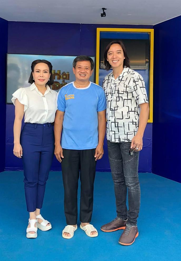 Việt Hương tặng 1,7 tỷ đồng cho ông Đoàn Ngọc Hải mua xe cứu thương