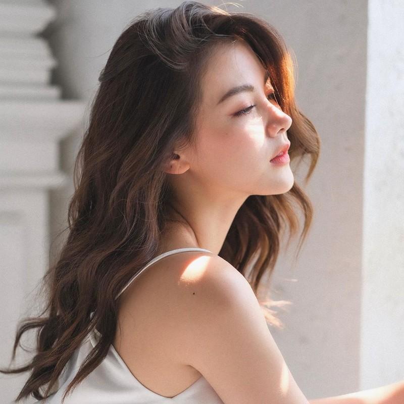 """Vẻ đẹp """"vạn người mê"""" của nữ minh tinh quyến rũ bậc nhất màn ảnh Thái Lan - Ảnh 1."""