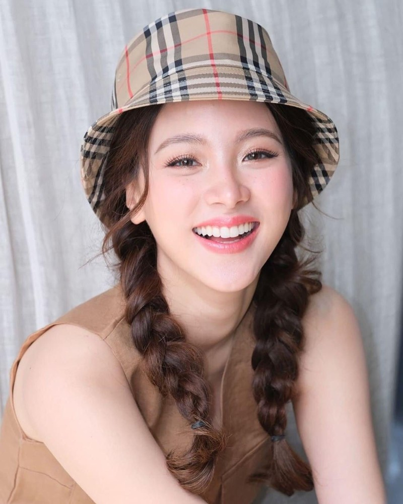 """Vẻ đẹp """"vạn người mê"""" của nữ minh tinh quyến rũ bậc nhất màn ảnh Thái Lan - Ảnh 2."""