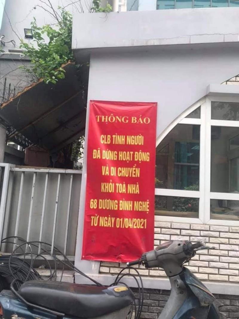 Thông báo dừng hoạt động trước lối vào tòa nhà 68 Dương Đình Nghệ.