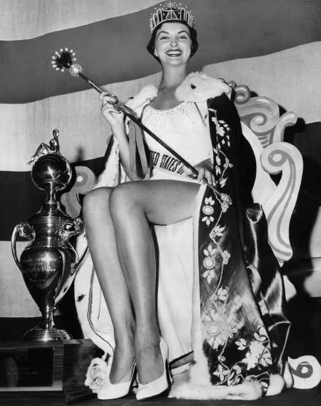 Cuộc đời buồn thảm của Hoa hậu bị tước vương miện, kết hôn 6 lần - 1