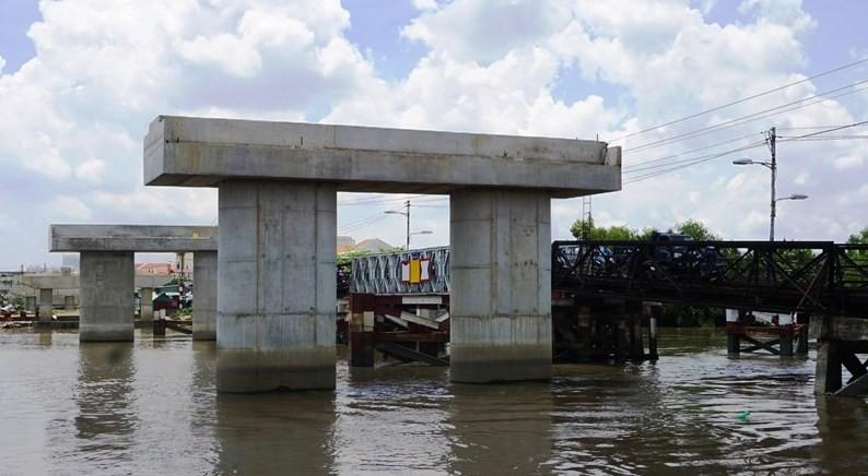 Cầu Long Kiểng ngưng thi công vì vướng mặt bằng.
