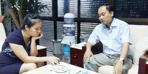 Ông Nguyễn Hồng Long và bà Nguyễn Thị Hồng Vân làm việc với phóng viên.