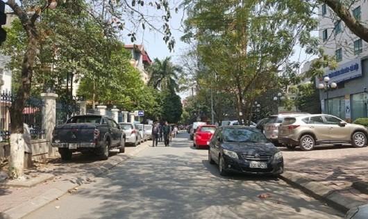 Hà Nội: 'Quản' giao thông tệ hại, tính mạng người đi bộ mong manh