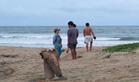 Bãi biển nơi nạn nhân tử vong (Ảnh: Hùng Phiên).