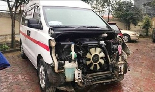 Chiếc xe cứu thương gây tai nạn.