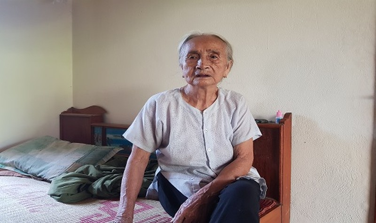 Bà mẹ Việt Nam anh hùng Nguyễn Thị Tý (96 tuổi, ngụ xã Quang Thiện, huyện Kim Sơn, tỉnh Ninh Bình) tiếc thương trước sự ra đi của Chủ tịch nước Trần Đại Quang.