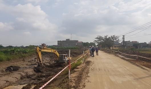 Gói thầu số 4 toàn bộ phần xây dựng + thiết bị của dự án đầu tư xây dựng cải tạo, nâng cấp tuyến đường TL.285 cũ (đoạn từ Phương Triện, xã Đại Lai đi Nhân Hữu, xã Nhân Thắng) đang được liên danh nhà thầu Trần Gia - Hương Liễu - Vạn Bình thi công.