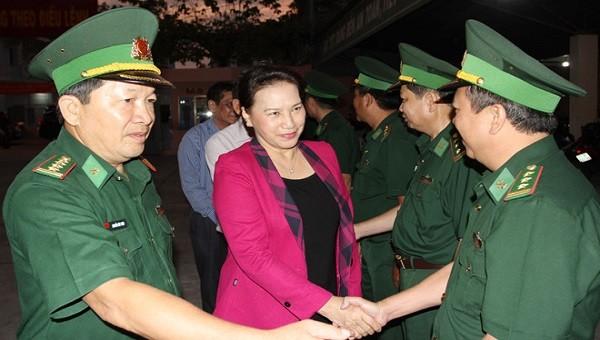 Chủ tịch Quốc hội chúc Tết Bộ đội Biên phòng Bến Tre trong đêm giao thừa