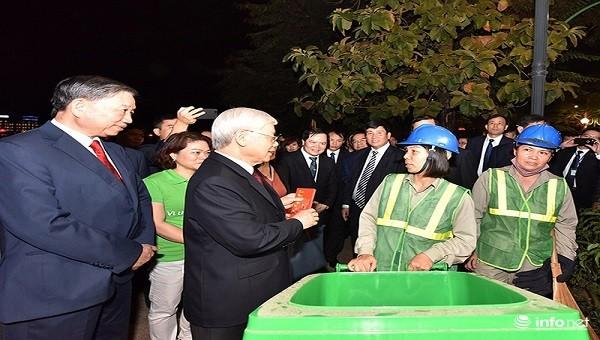 Tổng Bí thư, Chủ tịch nước Nguyễn Phú Trọng thăm, chúc Tết nhân dân đêm giao thừa