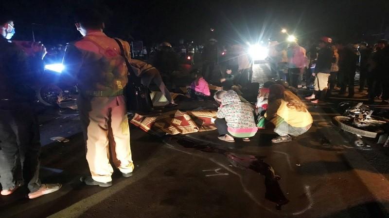 Hiện trường vụ tai nạn giao thông tại huyện Chư Pưh, tỉnh Gia Lai làm 4 người chết và 1 người bị thương vào tối mùng 3 Tết (14/2).